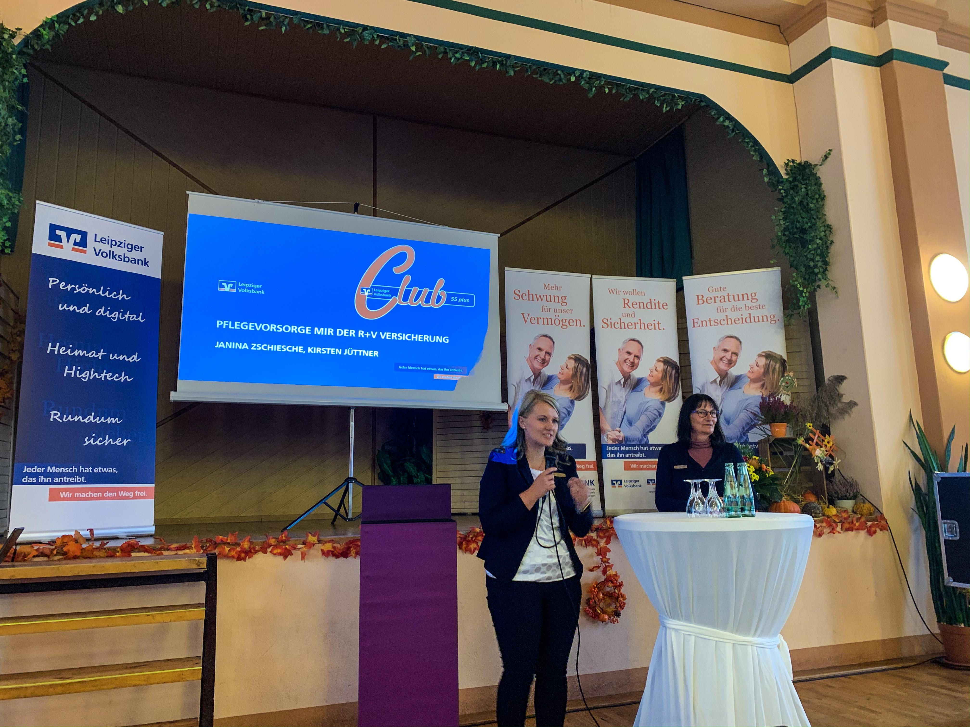 Janina Zschiesche und Kirsten Jüttner von der R+V-Versicherung