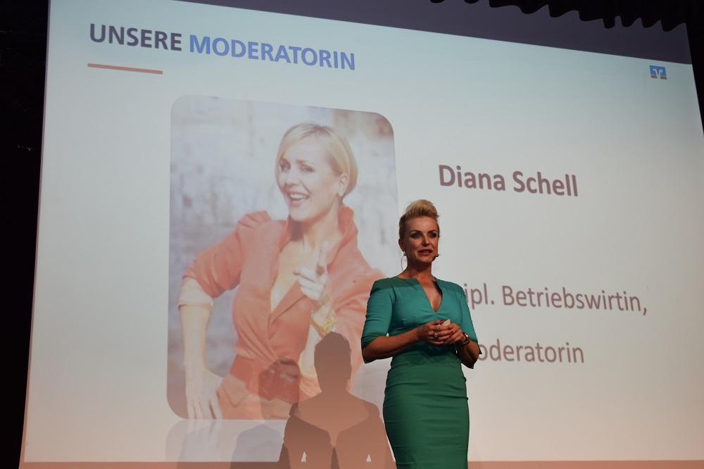 Begrüßung durch Moderatorin Diana Schell